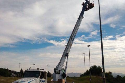 30-ton Truck Crane - Crainco Inc.