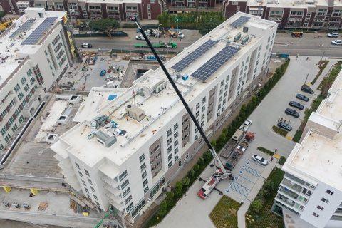 Rooftop Crane Lift - Crainco Inc.